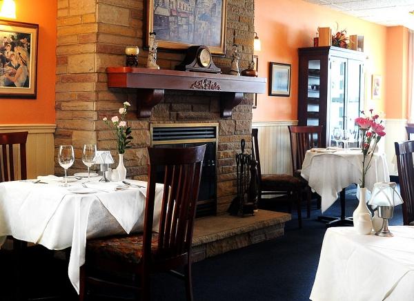 Le Montmartre French Restaurant