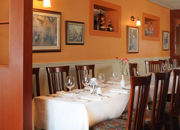 Le Montmartre French Restaurant